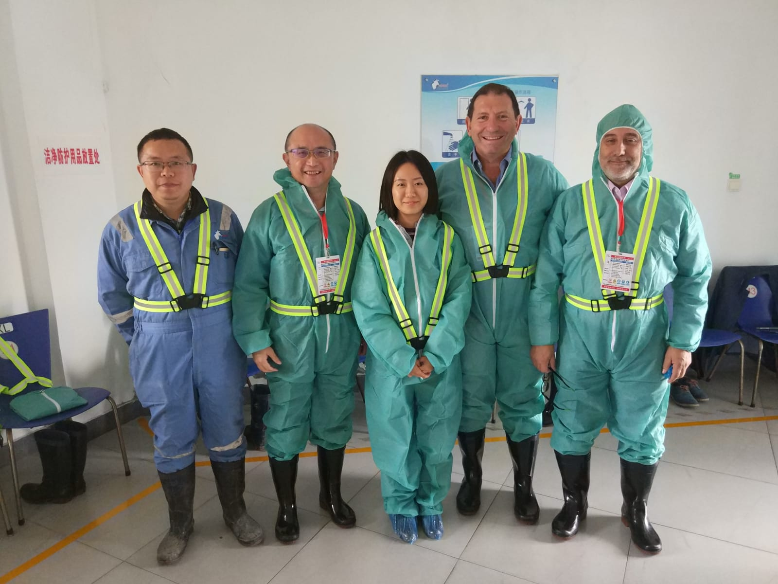 Spanish experts Pablo Llorente and Fco Javier Giralda in one of their farm visits in China